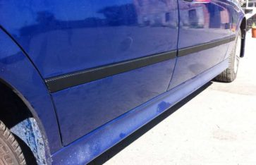 Оклейка автомобиля BMW 5 (E39) винилом: молдингов, зеркал и ручек 3D карбон HEXIS