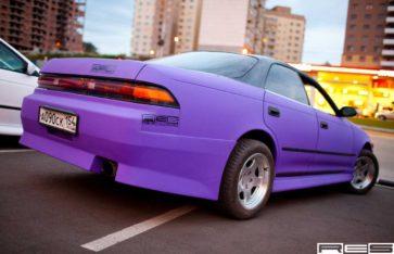 Оклейка автомобиля винилом Toyota Mark II (фиолетовый тактильный мат)