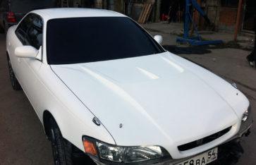 Оклейка белым карбоном Toyota Mark II