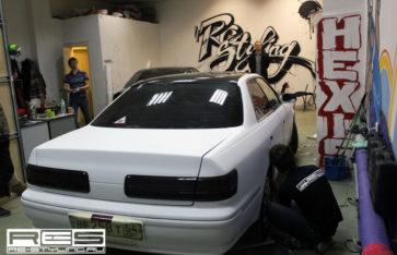 Полная оклейка кузова Toyota Mark II в белый мат. Оклейка по акции.
