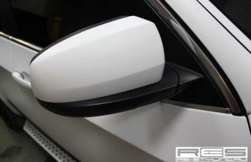 Оклейка пленкой BMW X5. Белый тактильный мат.