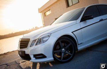 Mercedes-Benz E-Classe полная оклейка в белый матовой перламутр