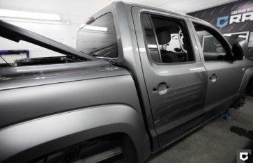 Volkswagen Amarok полная оклейка в серый матовый антрацит