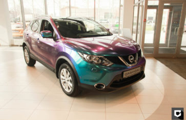 Nissan Qashqai полная оклейка в глянцевый сине-фиолетовый хамелеон