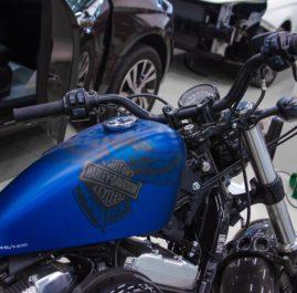 Harley-Davidson оклейка бака прозрачным полиуретаном