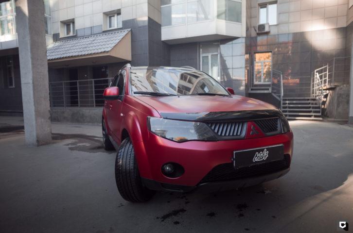 Mitsubishi Outlander (оклейка в красный мат)