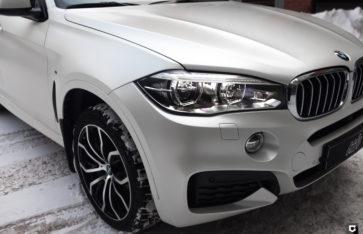 BMW X6  «Полная оклейка в белый перламутровый Сатин»