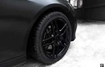 Mercedes E [212] «Полная оклейка в пленку Черный Сатин»