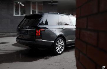 Range Rover «Оклейка бортов автомобиля серой пленкой»