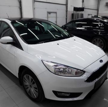 Ford Focus «Оклейка крыши черной глянцевой пленкой»