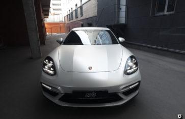 Porsche Panamera «Оклейка White Pearl Satin»