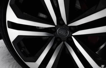 Audi Q8 «Полная оклейка в матовый полиуретан»
