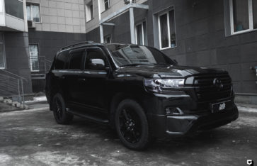 Toyota Land Cruiser 200 «Black-пакет»