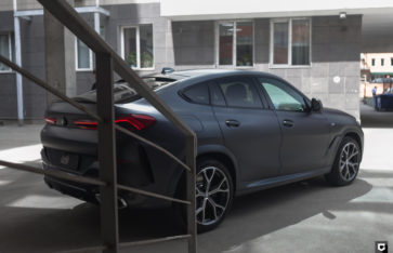 BMW X6 «Полная оклейка в матовый полиуретан»