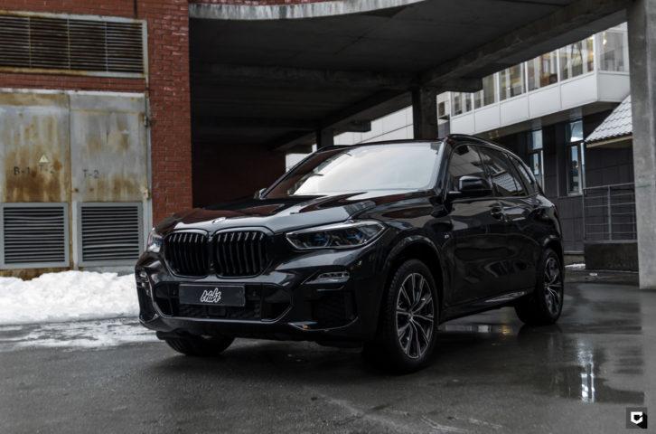 BMW X5 «Полировка и нанесение керамики + защита фронтальной части полиуретаном»