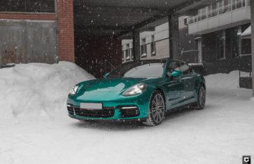 Porsche Panamera «Полная оклейка в Green Dark Green»