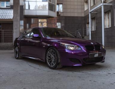 BMW 5 (e60) (Полная оклейка в фиолетовый глянцевый металлик)