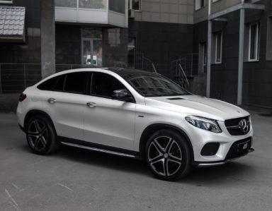 Mercedes-Benz GLE Coupe (Полная оклейка в белый перламутровый сатин)